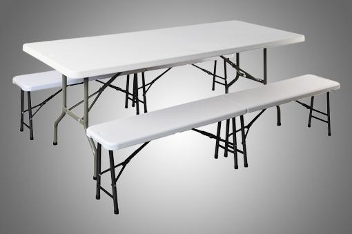 Conjunto de mesa y bancos de plástico
